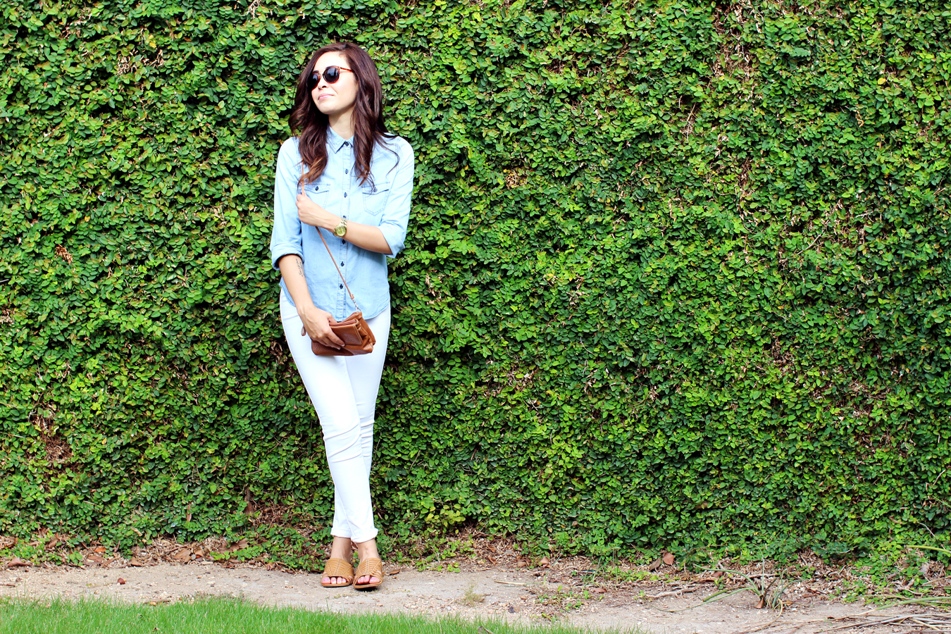 CASUAL-CHAMBRAY-WHITE-DENIM-AMERICAN-GIRL-CLASSIC-SUMMER-STYLE-FIXIN-TO-THRILL-AUSTIN-FASHION-BLOG-TEXAS-4