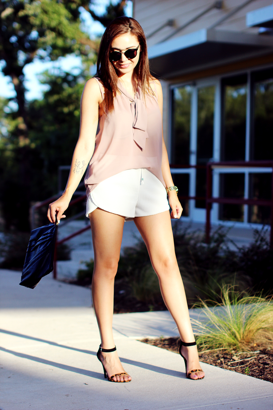 WHITE-SHORTS-ATHLETIC-NEUTRALS-GLAM-STYLIST-CLASSIC-SUMMER-STYLE-FIXIN-TO-THRILL-AUSTIN-FASHION-BLOG-TEXAS-5