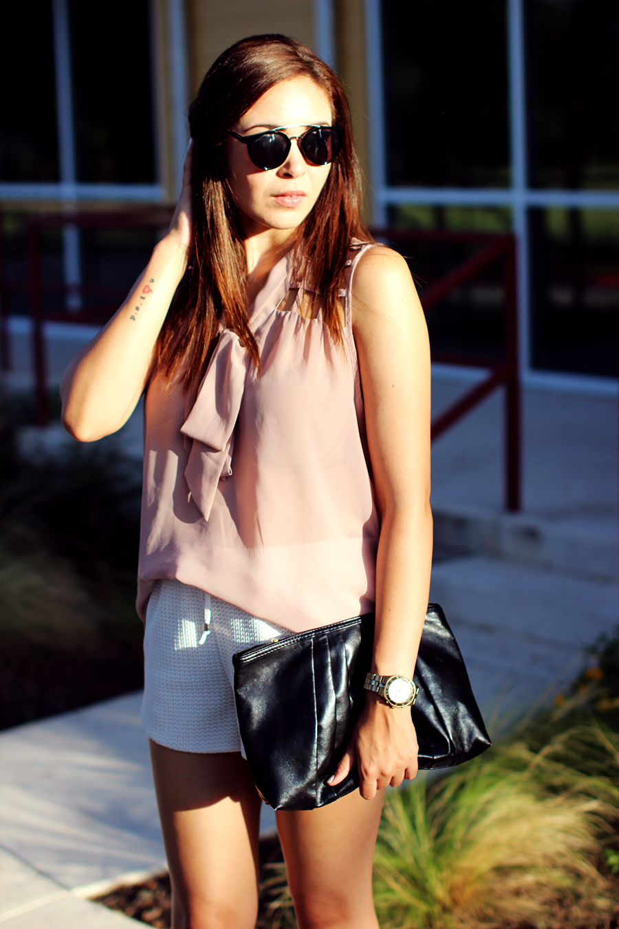 WHITE-SHORTS-ATHLETIC-NEUTRALS-GLAM-STYLIST-CLASSIC-SUMMER-STYLE-FIXIN-TO-THRILL-AUSTIN-FASHION-BLOG-TEXAS-6