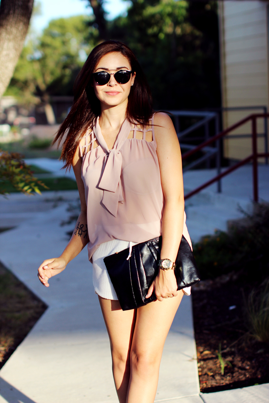 WHITE-SHORTS-ATHLETIC-NEUTRALS-GLAM-STYLIST-CLASSIC-SUMMER-STYLE-FIXIN-TO-THRILL-AUSTIN-FASHION-BLOG-TEXAS-9