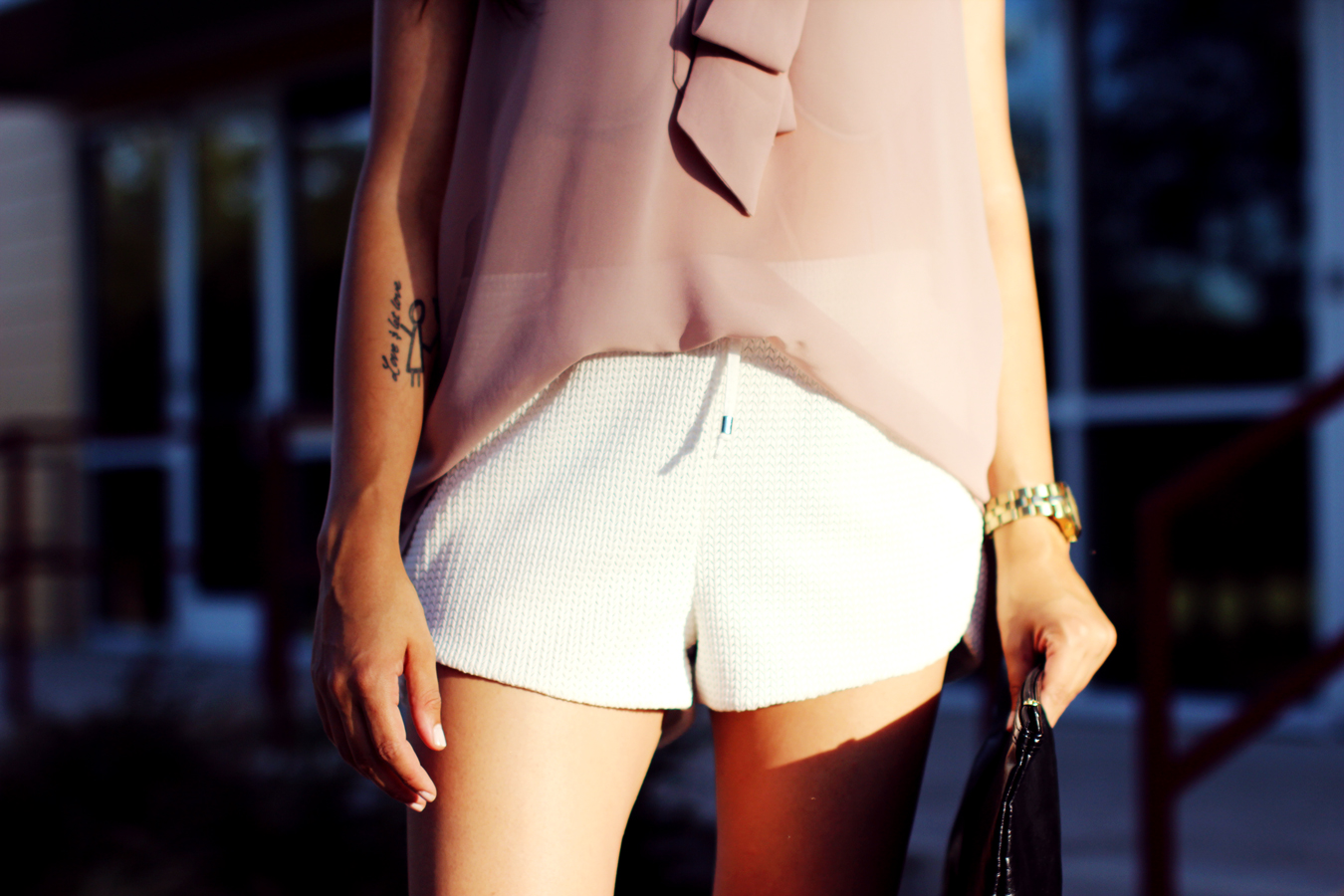 WHITE-SHORTS-ATHLETIC-NEUTRALS-GLAM-STYLIST-CLASSIC-SUMMER-STYLE-FIXIN-TO-THRILL-AUSTIN-FASHION-BLOG-TEXAS
