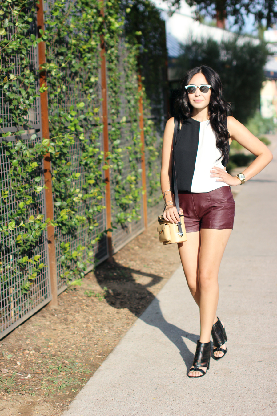FIXIN-TO-THRILL-COLOR-BLOCK-LEATHER-SHORTS-CURLING-WAND-BLACK-WHITE-FALL-ATX-AUSTIN-STYLE-BLOG-SHIRTS-COLORS-TRENDS-FW15-TRENDY-CHIC-GLAM-FASHION-TEXAS-10