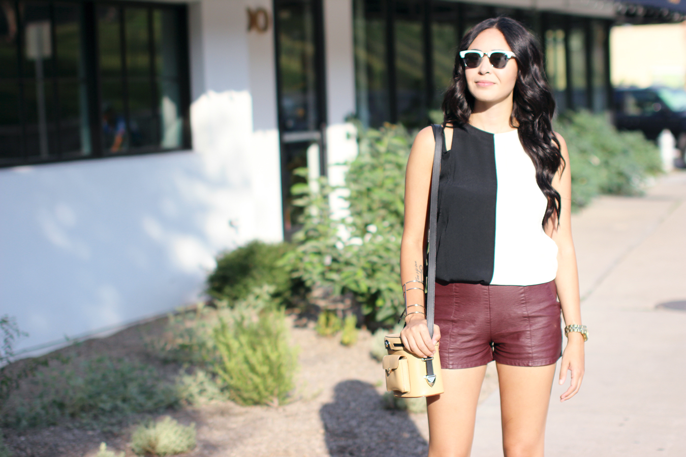 FIXIN-TO-THRILL-COLOR-BLOCK-LEATHER-SHORTS-CURLING-WAND-BLACK-WHITE-FALL-ATX-AUSTIN-STYLE-BLOG-SHIRTS-COLORS-TRENDS-FW15-TRENDY-CHIC-GLAM-FASHION-TEXAS-12