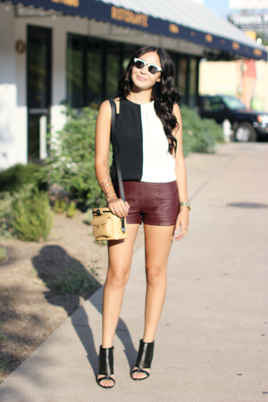 FIXIN-TO-THRILL-COLOR-BLOCK-LEATHER-SHORTS-CURLING-WAND-BLACK-WHITE-FALL-ATX-AUSTIN-STYLE-BLOG-SHIRTS-COLORS-TRENDS-FW15-TRENDY-CHIC-GLAM-FASHION-TEXAS-2