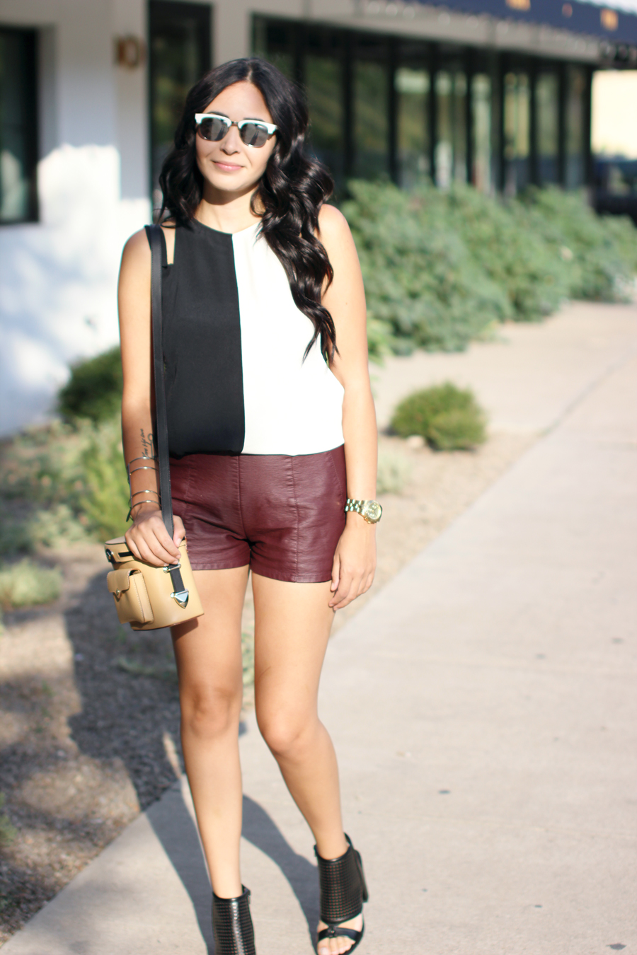 FIXIN-TO-THRILL-COLOR-BLOCK-LEATHER-SHORTS-CURLING-WAND-BLACK-WHITE-FALL-ATX-AUSTIN-STYLE-BLOG-SHIRTS-COLORS-TRENDS-FW15-TRENDY-CHIC-GLAM-FASHION-TEXAS-3