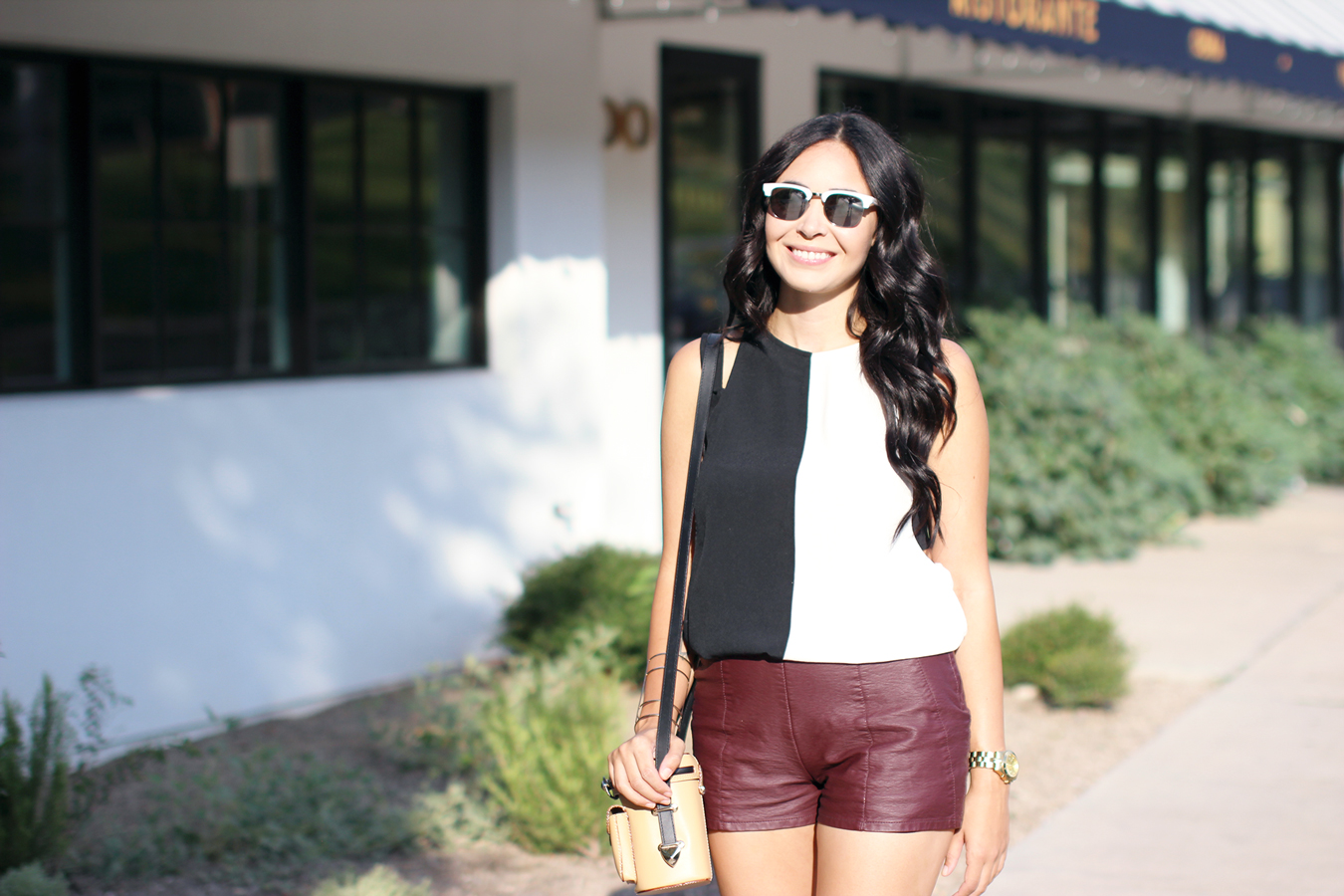 FIXIN-TO-THRILL-COLOR-BLOCK-LEATHER-SHORTS-CURLING-WAND-BLACK-WHITE-FALL-ATX-AUSTIN-STYLE-BLOG-SHIRTS-COLORS-TRENDS-FW15-TRENDY-CHIC-GLAM-FASHION-TEXAS-4