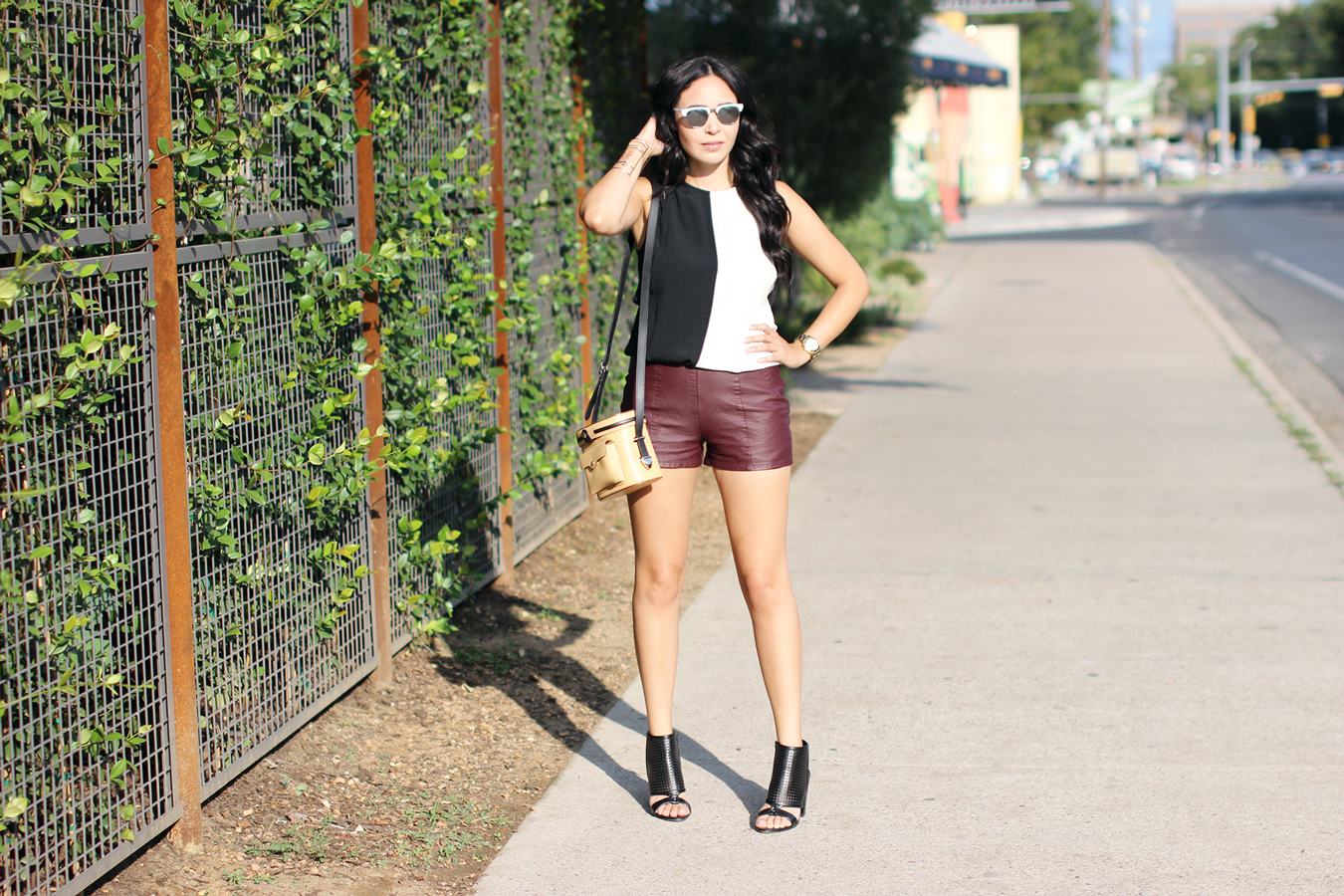 FIXIN-TO-THRILL-COLOR-BLOCK-LEATHER-SHORTS-CURLING-WAND-BLACK-WHITE-FALL-ATX-AUSTIN-STYLE-BLOG-SHIRTS-COLORS-TRENDS-FW15-TRENDY-CHIC-GLAM-FASHION-TEXAS-5