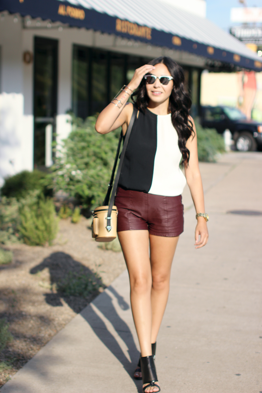 FIXIN-TO-THRILL-COLOR-BLOCK-LEATHER-SHORTS-CURLING-WAND-BLACK-WHITE-FALL-ATX-AUSTIN-STYLE-BLOG-SHIRTS-COLORS-TRENDS-FW15-TRENDY-CHIC-GLAM-FASHION-TEXAS-8