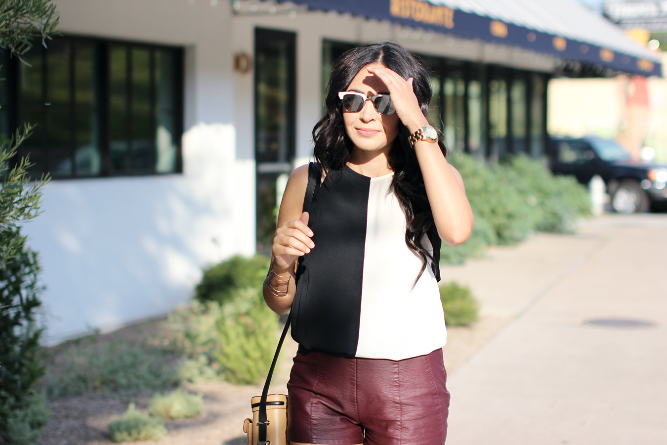 FIXIN-TO-THRILL-COLOR-BLOCK-LEATHER-SHORTS-CURLING-WAND-BLACK-WHITE-FALL-ATX-AUSTIN-STYLE-BLOG-SHIRTS-COLORS-TRENDS-FW15-TRENDY-CHIC-GLAM-FASHION-TEXAS-9