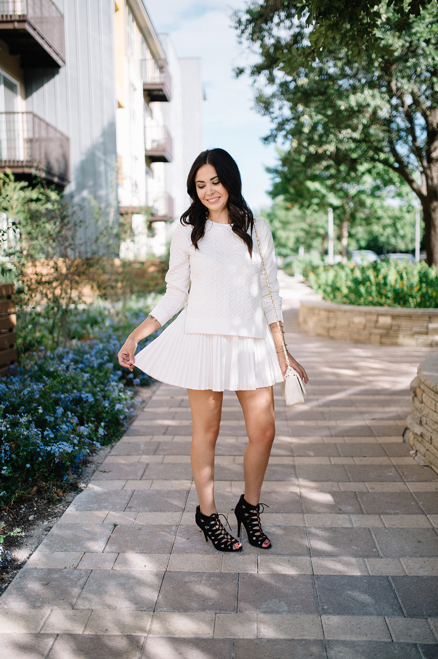 FIXIN-TO-THRILL-CARLOS-BARRON-PHOTOGRAPHY-FALL-NUDE-OCTOBER-CHIC-ATX-AUSTIN-STYLE-BLOG-BLACK-WHITE-LACE-SANDALS-TRENDS-FW15-TRENDY-CHIC-GLAM-FASHION-TEXAS-10