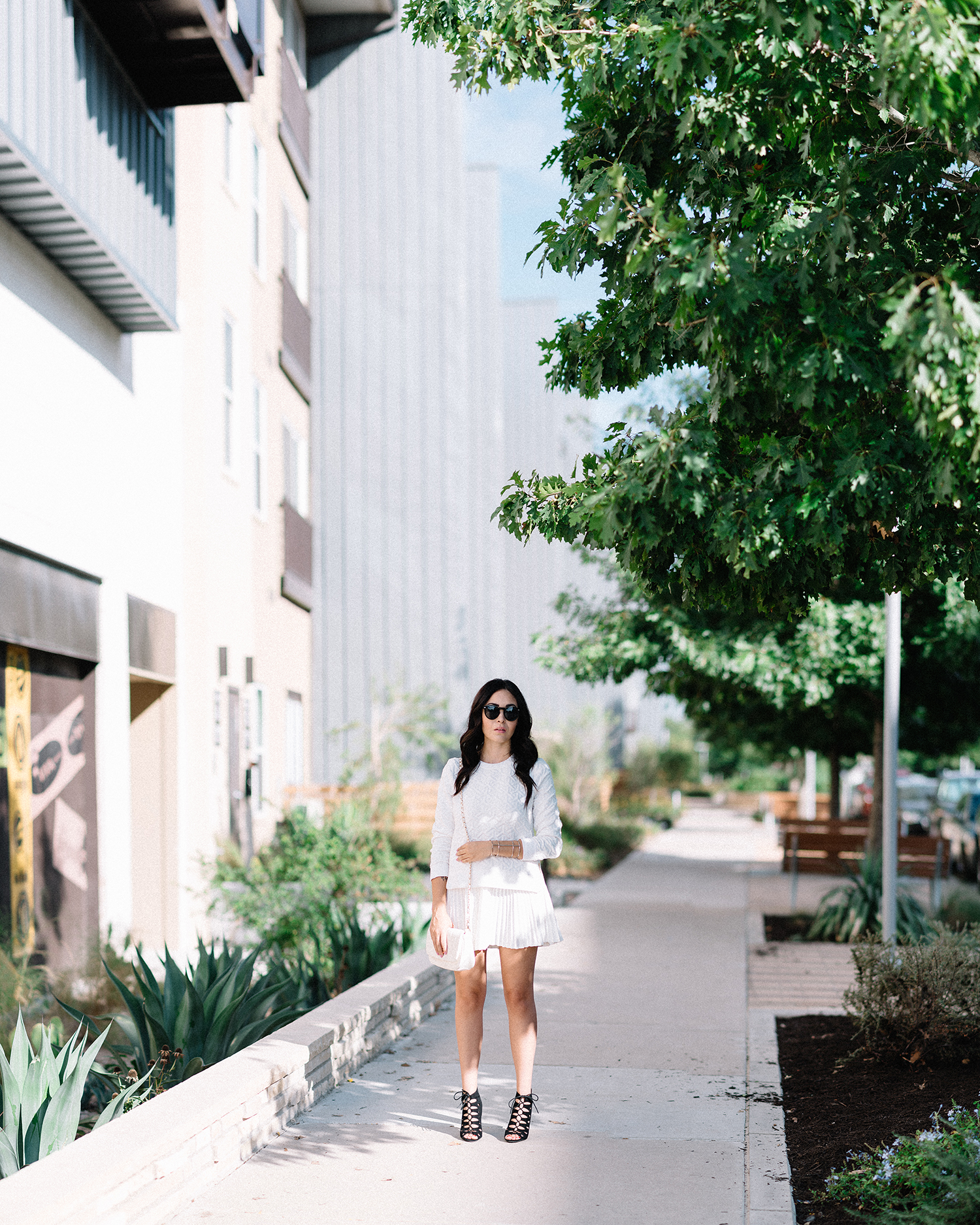 FIXIN-TO-THRILL-CARLOS-BARRON-PHOTOGRAPHY-FALL-NUDE-OCTOBER-CHIC-ATX-AUSTIN-STYLE-BLOG-BLACK-WHITE-LACE-SANDALS-TRENDS-FW15-TRENDY-CHIC-GLAM-FASHION-TEXAS-12