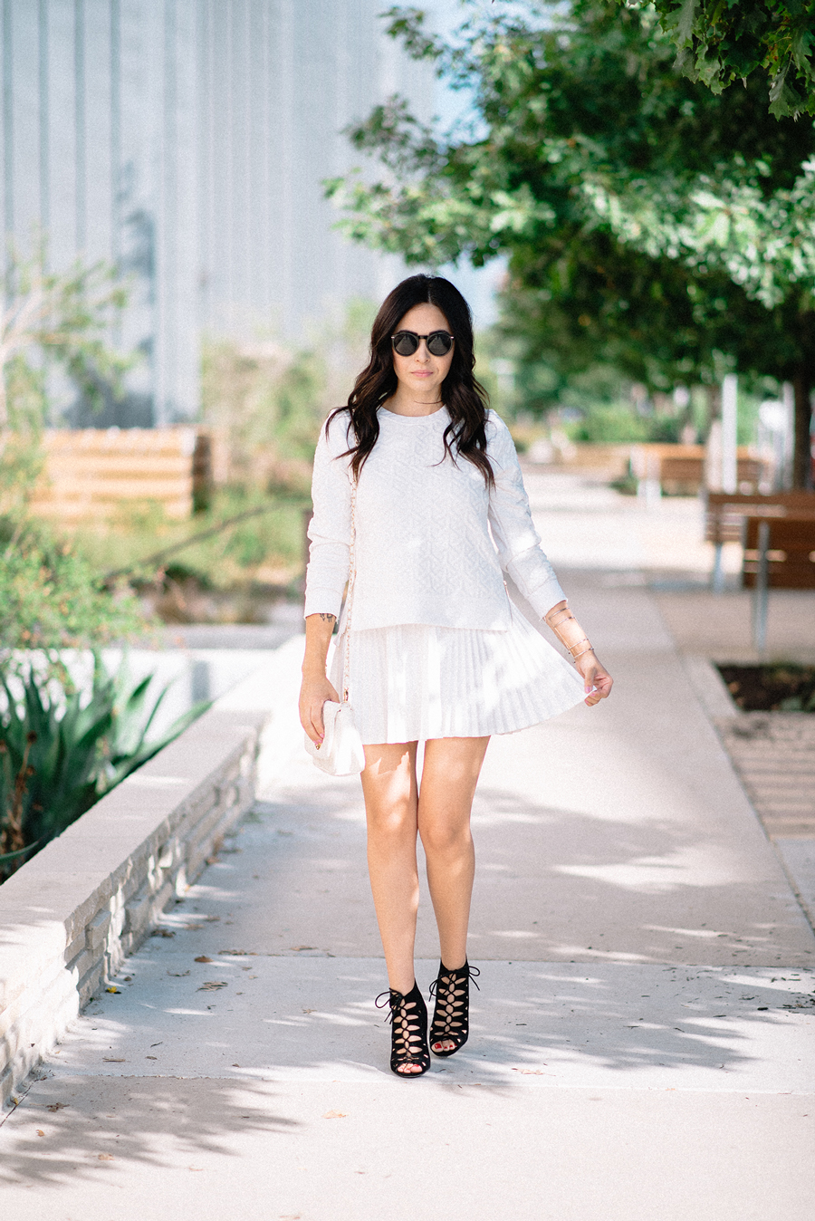 FIXIN-TO-THRILL-CARLOS-BARRON-PHOTOGRAPHY-FALL-NUDE-OCTOBER-CHIC-ATX-AUSTIN-STYLE-BLOG-BLACK-WHITE-LACE-SANDALS-TRENDS-FW15-TRENDY-CHIC-GLAM-FASHION-TEXAS-3