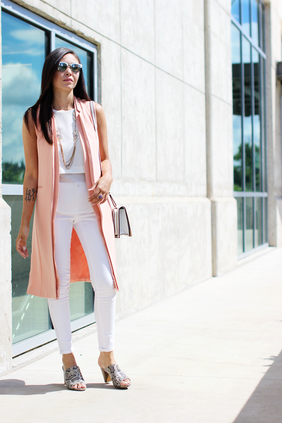 FTT-LILY-JAMES-COLLECTION-PINK-VEST-WHITE-LOOK-MULES-11